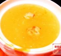 ツバメの巣とカニ肉のスープ
